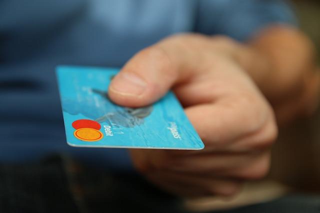 muž s kreditkou