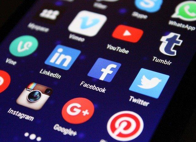 sociální sítě na mobilním zařízení